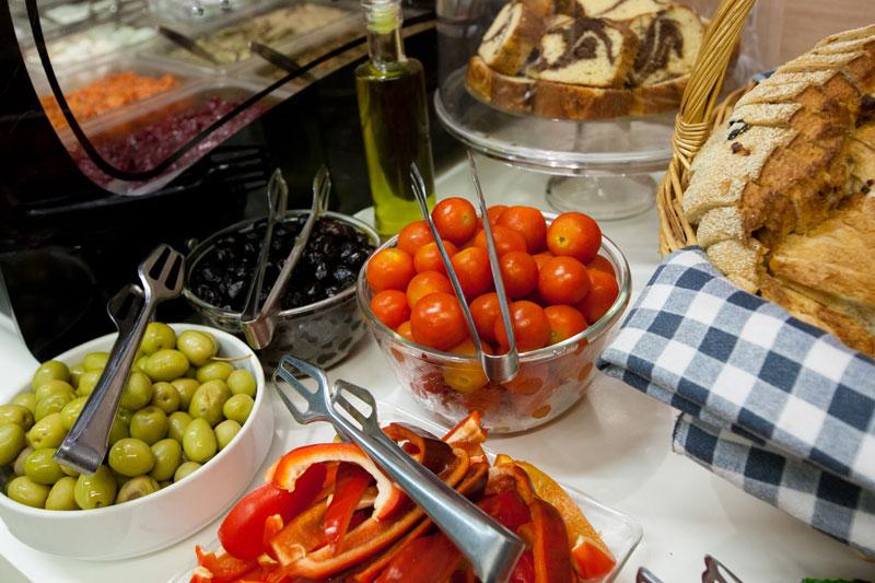 Légumes frais et olives